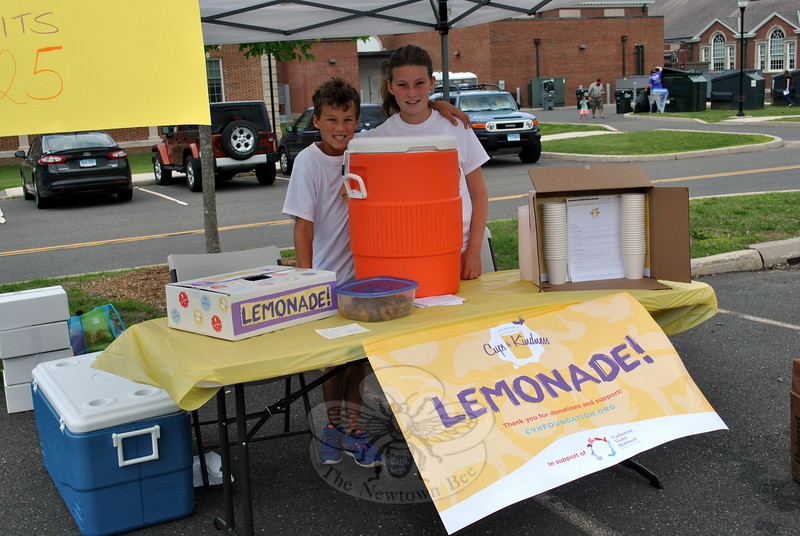 Robert and Ellie Walker staff the Cups of Kindness stand. (Crevier photo)