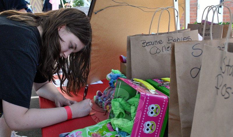 Rebecca Lee signed up for drawing at the Rockin' The 'Ville event. (Hallabeck photo)