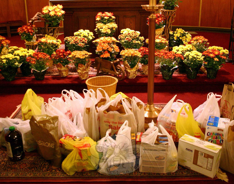 Those attending the Interfaith Thanksgiving Gathering at St Rose of Lima Church on No-vember 23 were asked to bring a donation of nonperishable foods or to offer a financial con-tribution, all for FAITH Food Pantry in Sandy Hook. (Hicks photo)