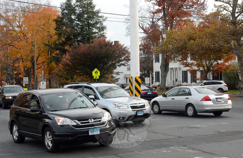 As viewed from the northeast corner of Main Street and Church Hill Road, the flagpole intersection was a hectic place about 4:30 pm on Tuesday, October 29, as motorists approaching the junction from multiple directions sought to thread their way through the congested area. (Gorosko photo)