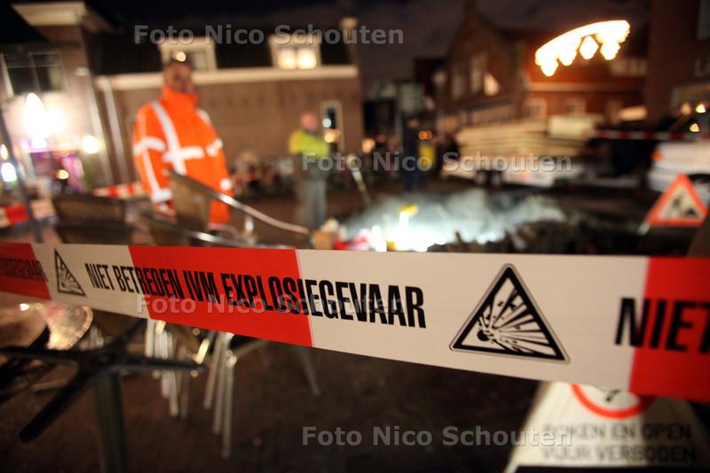 Kaarsjesavond - Gaslek op de Dorppstraat tijdens kaarsjesavond - ZOETERMEER 14 DECEMBER 2010 - FOTO NICO SCHOUTEN