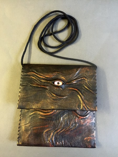 Lekather pouch with eye