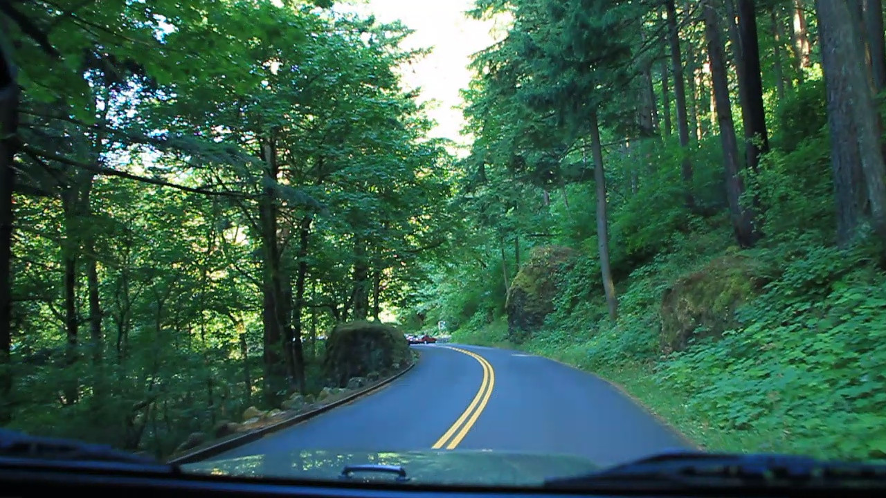 CLICK   on the arrow for a view from the road as we wind our way down the Columbia River Highway.