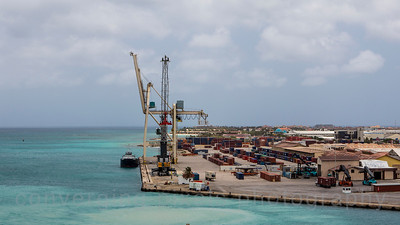Aruba: shipping port.