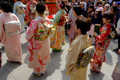 The Kenka-sai festival takes place on April 1 and involves the offering of flowers to the kami, who are deities, and happens to be the rice god at Fushimi Inari Taisha