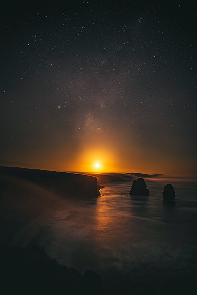 Moonrise Milkyway above the Australian coastline