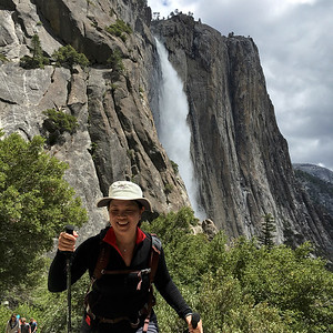 Xuân Đài powering up the trail to Upper Yosemite Falls