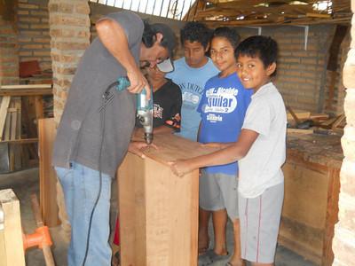 Jovenes en Camino - Carpentry Class
