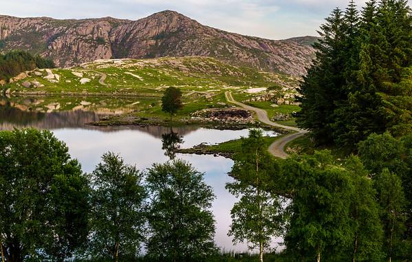 Glimt av Husatjernet i Time kommune. Toppen i bakgrunnen kalles for Nibå.