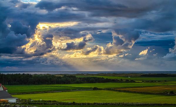 Dramatiske skyer over Bore
