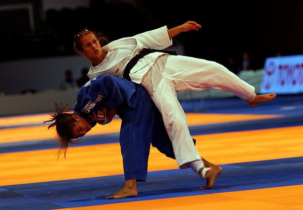 Sara Meneses BRA (Blue) vs Liudmila Bogdanova RUS