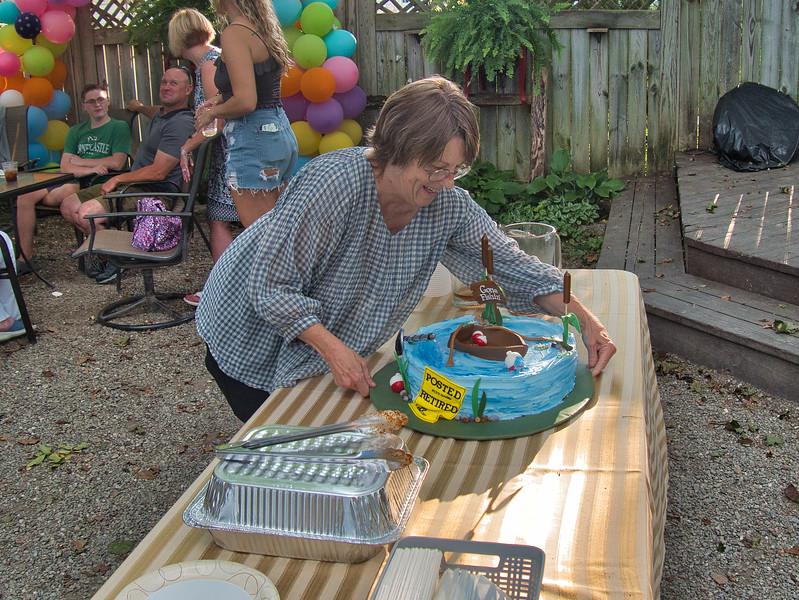 Darrah ploaces cake