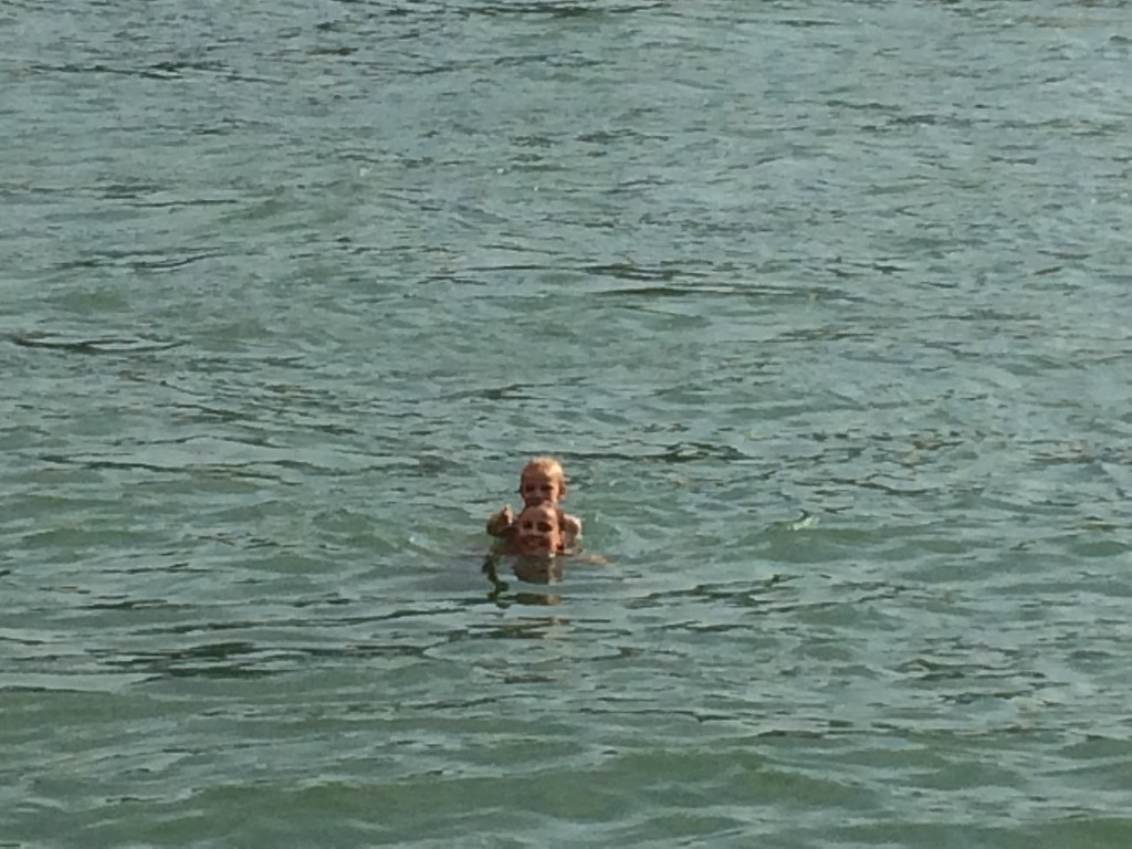 040 Rhein-Swimming with Henni