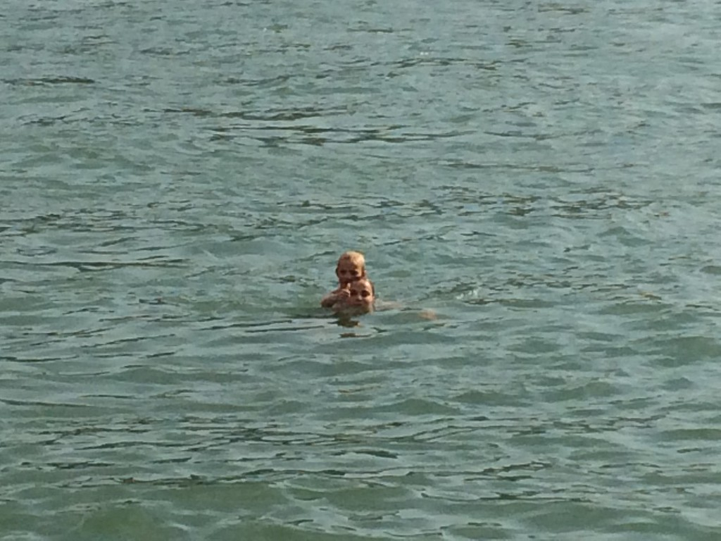 041 Rhein-Swimming with Henni