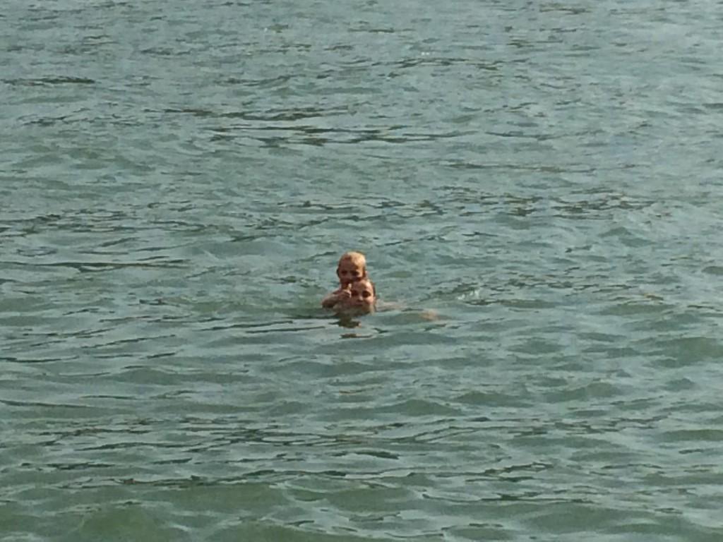 041 Rhein-Swimming with Henni