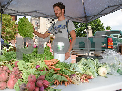 071217  Wesley Bunnell | Staff  The first farmers market of the year in Central Park took place on Wednesday featuring local businesses and pizza truck. Clayton Beckett of Beckett Farms in Glastonbury helps a customer.