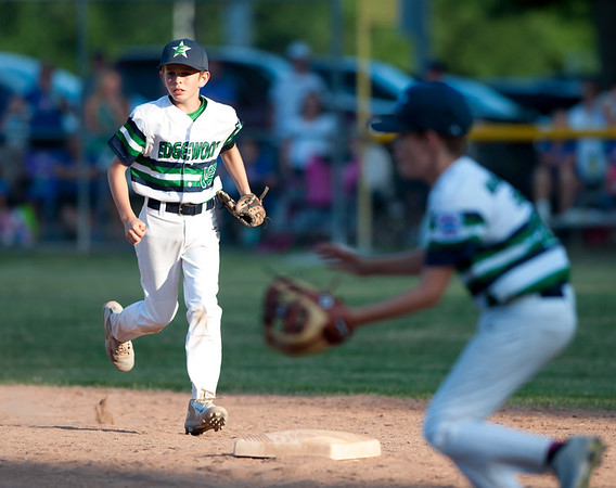 07/13/18 Wesley Bunnell | Staff Edgewood Little League was defeated 4-3 by Wallingford on Friday night in Southington. Short stop Chase Mendela (19) watches as the second baseman prepares to field the ball and flip to second for the force out.