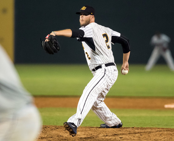 07/03/18 Wesley Bunnell | Staff The New Britain Bees vs the Long Island Ducks on July 3rd at New Britain Stadium. Evan Scribner (2).