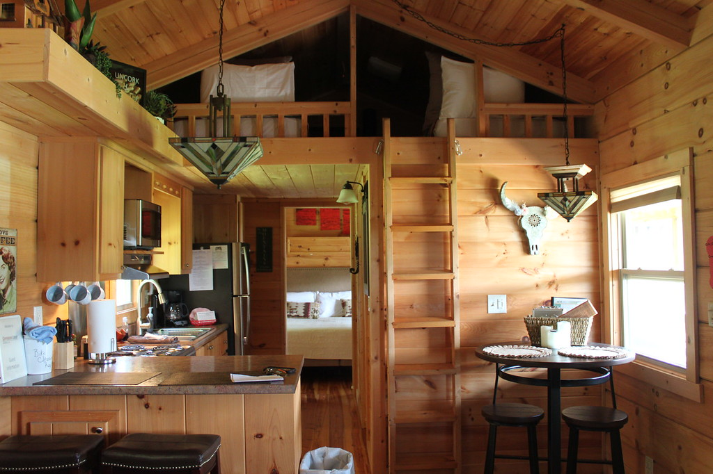 Copperhead Lodge cabin