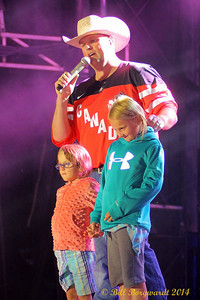Gord Bamford with daughters Memphis & Paisley - Koodonation Stage at K-Days