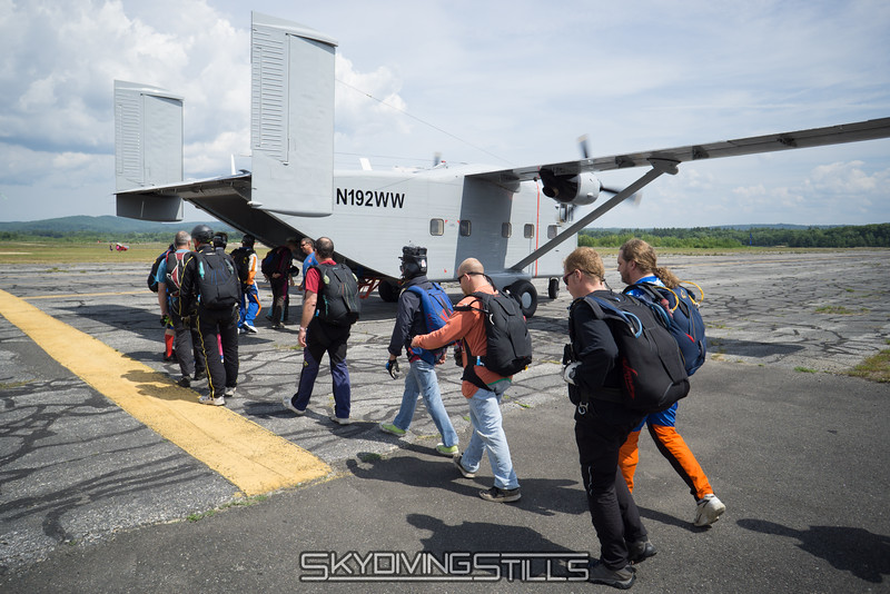 """Boarding the Skyvan. <br><span class=""""skyfilename"""" style=""""font-size:14px"""">2016-07-01_skydive_jumptown_0019</span>"""