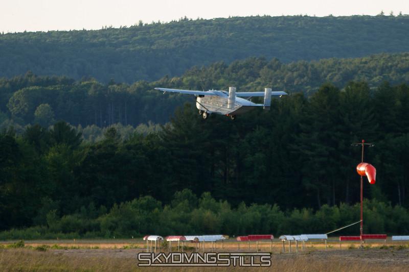"Skyvan departing. <br><span class=""skyfilename"" style=""font-size:14px"">2016-07-02_skydive_jumptown_1290</span>"