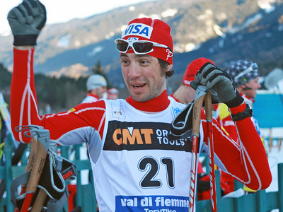 Johnny Spillane prepares for the cross country portion of a FIS Nordic Combined World Cup in Val di Fiemme, Italy. (FIS-Egon Theiner)