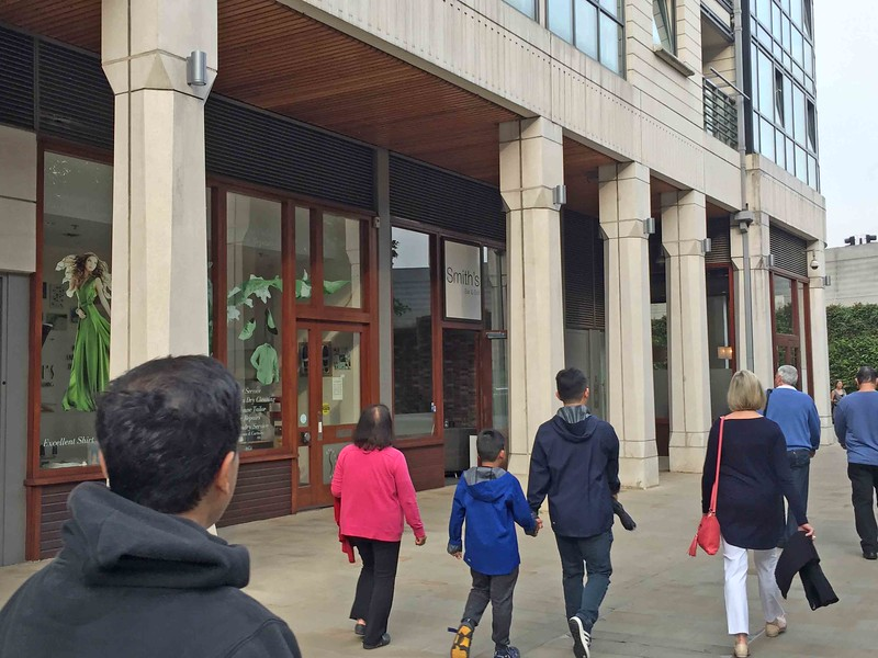 Heading to Smith's Bar & Grill for dinner, just a few minutes walk from our hotel, the Novotel Paddington