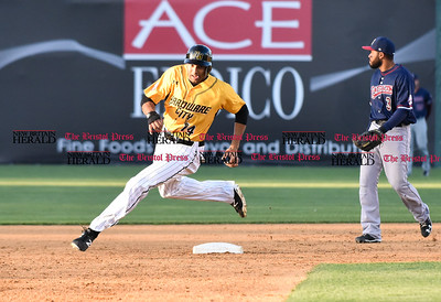 060916 Wesley Bunnell | Staff  New Britain took on the Somerset Patriots on Thursday evening at New Britain Stadium . Michael Crouse #14 on his way to 3rd.