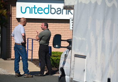 6/9/2016 MIke Orazzi | Staff Bristol police on scene of a robbery at United Bank on Farmington Avenue Thursday afternoon.