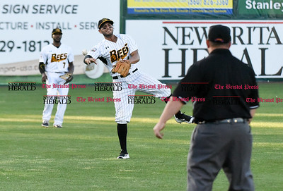062116  Wesley Bunnell | Staff  New Britain Bees took on visiting Somerset Patriots on Tuesday evening in the second of three games. Steve Carrillo #4 on a pop up to shallow left field.