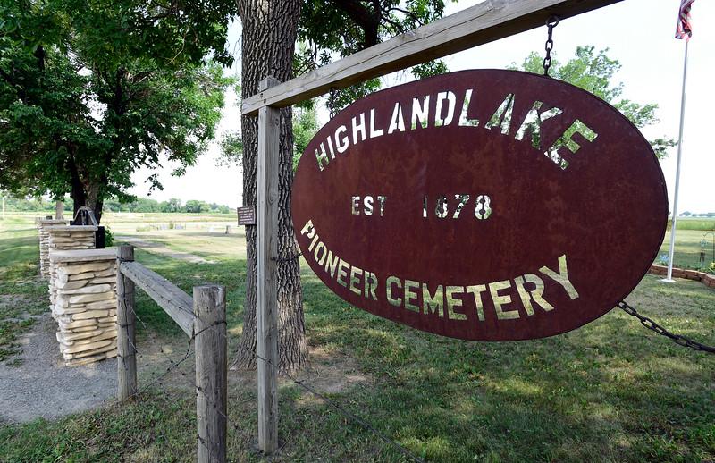 Highlandlake Pioneer Cemetery DAR Bench