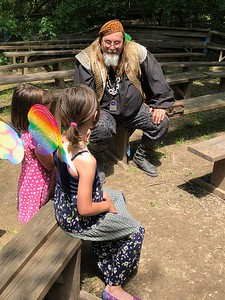 CHESLEY OXENDINE/Muskogee Phoenix Performer Bob Hollister entertains some kids after a May 12 show during the Muskogee Renaissance Festival.