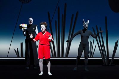 Thomas Wittmann (Kaa the Snake), Cennet Rüya Voß (Mowgli), Felicia Chin-Malenski (Tabaqui the Jackal)