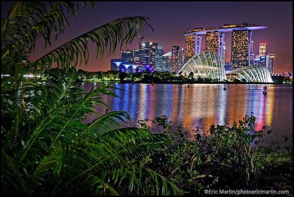 SINGAPOUR VILLE JARDIN. L hotel Marina Bay Sand, Garden By The Bay,  et au second plan le quartier financier