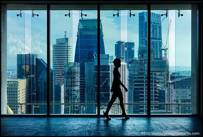 SINGAPOUR VILLE JARDIN. Le CapitaGreen est une tour de bureaux ecologique située au cœur du quartier central des affaires de Singapour. La tour qui a été conçue par le gagnant du Prix Pritzker, Toyo Ito  a reçu de nombreuses récompenses locales et internationales dont Green Mark Platinum et Universal Design Mark Platinum de BCA