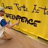 Greenpeace instala un contenedor en la Gran Vía de Madrid para alertar contra los bulos en las elecciones 2019