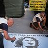 Pintada en la embajada de Honduras en Madrid por el juicio de Berta Cáceres