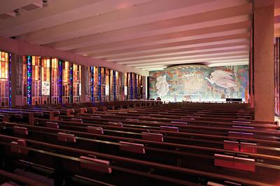 Smaller lower chapel.