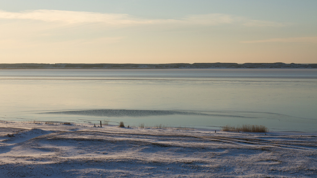 Bovbjerg/Ferring. Feb 20 @ 16:47<br /> Ferring sø, the lake that resides just behind the wall that protects the inland from the North Sea. A glimpse of the sea can be seen behind the wall.