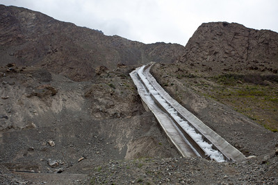 This is the water channel from Satpara down to Skardu.