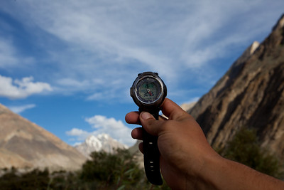 Ignacio does the altitude and temperature check.  Altitude 10015 feet, Temperature 84 deg F.  We found that the watch altimeter would often give readings at odds with the GPS that Ignacio carried.  So we stopped relying on the watch after a while.