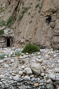 We set out in the morning for our last day of hiking.  We leave Jula before the Brits and head to the river crossing.  Here Dad gets video of us crossing the river from a vantage point up on the cliff face, top right.