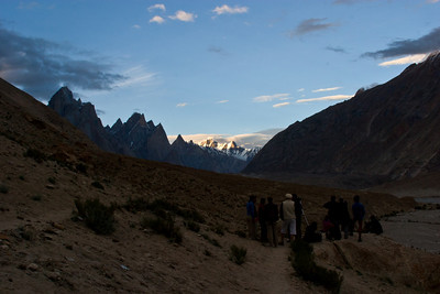 The group gathers to watch the sun set against the mountains and take photographs.  Murad tells us about when he worked as a guide for the Planet Earth expedition to the Karakoram that filmed the snow leopard and markhors.  He had lots of really good stories, but I still need to go back and see if I can spot him in the Planet Earth Diaries.