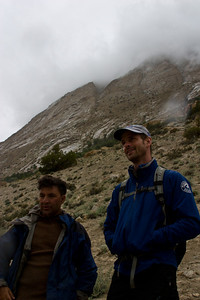 Murad and Rich discuss the mountains.