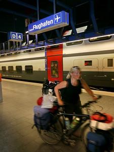 ZH-Airport - mit Velo im Zug zum Flug..