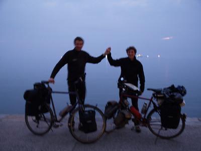 Thessaloniki, Griechenland (Greece) by bicycle / © Rob Tani, 3. Febr. 2008 Wir haben es geschafft! Müde und beide gesundheitlich etwas angeschlagen zwar, aber immerhin... Gut 1500km in 21/2 Wochen durch insgesamt 8 Länder, bei Adamo kommt mit Kosova/Serbien sogar ein neuntes dazu..
