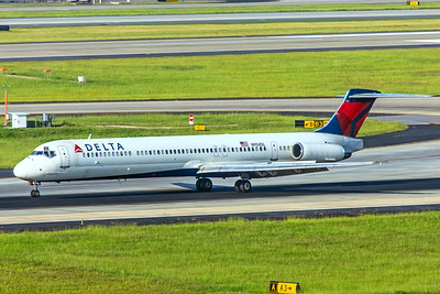 Delta Air Lines McDonnell Douglas MD-88 N954DL  7-5-18
