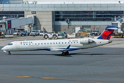 Endeavor Air Bombardier CL-600-2C10 CRJ-701ER N371CA 8-16-18