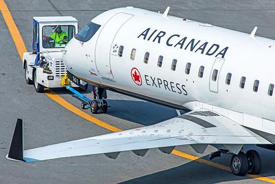 Jazz Bombardier CL-600-2B19 CRJ-200ER C-GJZZ 8-16-18 4